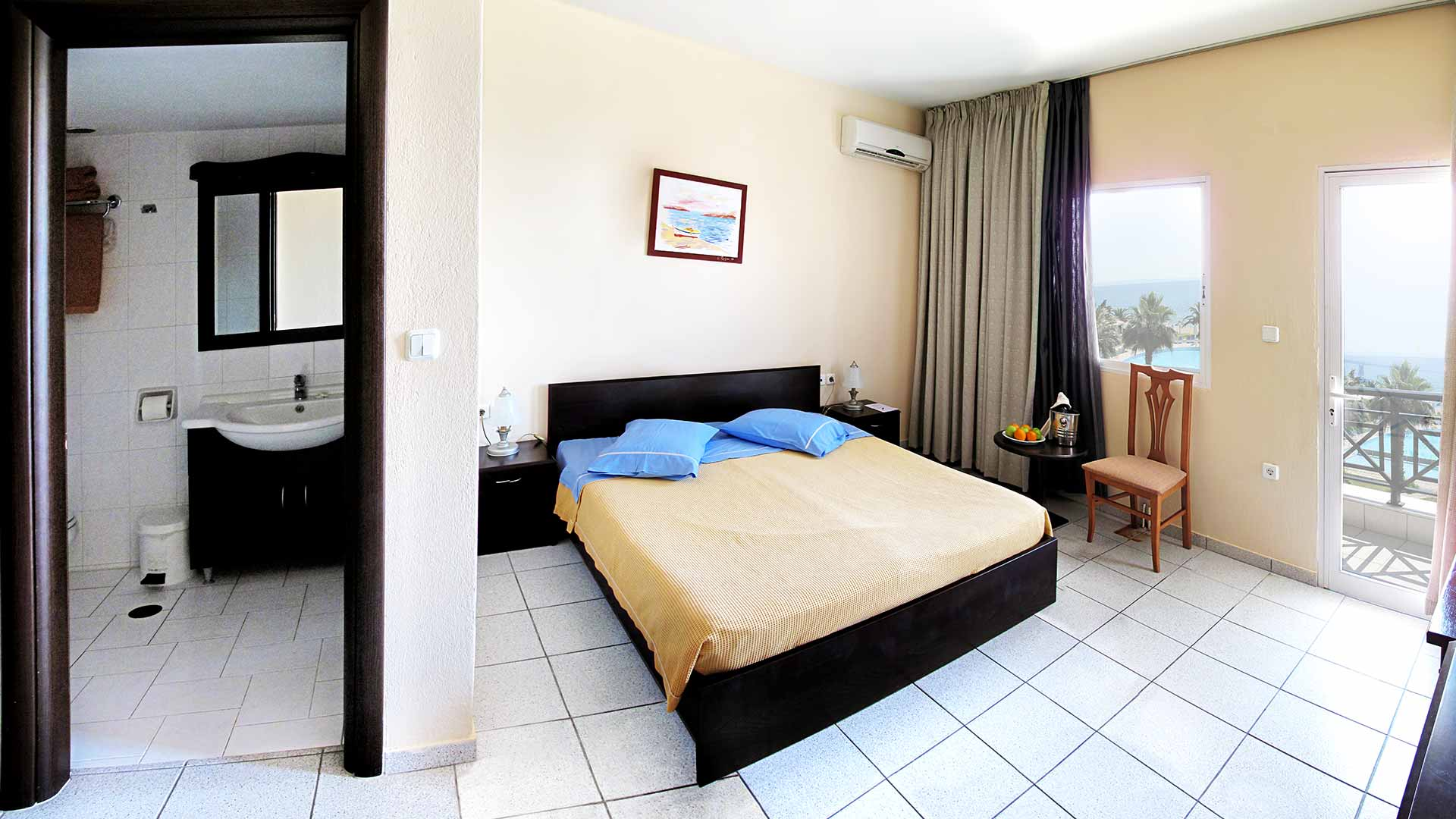 Lily ann beach rooms suites beach hotels in halkidiki for Hotels with family rooms for 5
